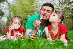 dad and kids blowing bubbles